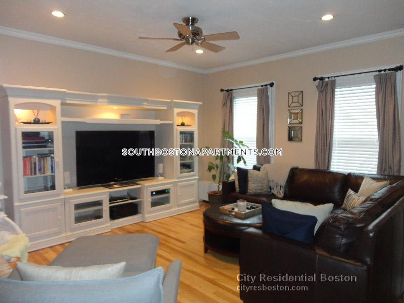 South Boston Townhouse in time for the Fall! - Boston - South Boston - Andrew Square $3,800